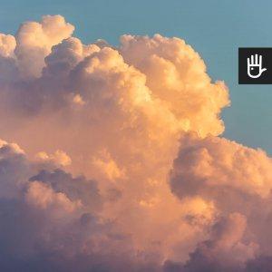 Fototapeta Poranne Niebo z porannym niebem z chmurami w blasku słońca