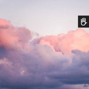 Fototapeta w różowe obłoki na błękitnym niebie