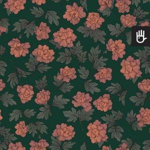 wzór tapety w herbaciane piwonie w stylu vintage na tle w kolorze butelkowej zieleni