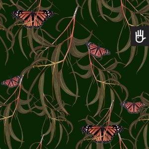 wzór tapety zielone motyle w liściach na tle w kolorze butelkowej zieleni