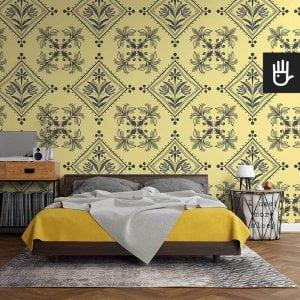 sypialnia w stylu retro z tapetą Kolorowe Ateny z szarym wzorem na żółtym tle