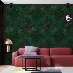 salon w stylu nowoczesnym z tapetą zielony Londyn z czarnym wzorem na ciemnozielonym tle