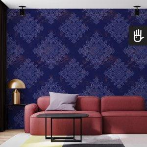salon w stylu nowoczesnym z tapetą niebieski Wiedeń z niebieskim wzorem na granatowym tle