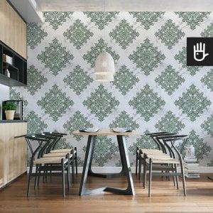 wnętrze kuchni z tapetą zielony Amsterdam z zielonym wzorem na jasnoszarym tle