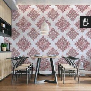 wnętrze kuchni z tapetą czerwona Antwerpia z czerwonym wzorem na białym tle