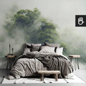 sypiania w stylu boho z fototapetą tropikalny las w Japonii we mgle