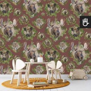 pokój zabaw dziecka z bordową tapetą Strażnicy lasu z leśnymi zwierzakami