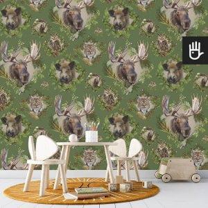pokój zabaw dziecka z zieloną tapetą Strażnicy lasu z leśnymi zwierzakami