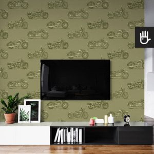 wnętrze salonu ze ścianą telewizyjną z tapetą ścienną w wojskowy wzór z motocyklami na zielonym tle