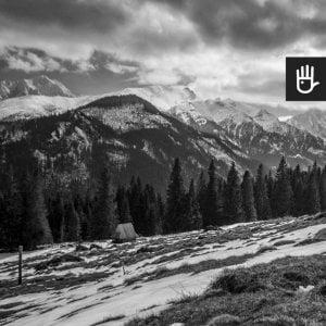 kadr fototapety Polskie tatry w czarno-białej kolorystyce