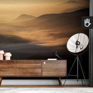 wnętrze nowoczesnego salonu z brązową komodą na tle fototapety Przełęcz w słońcu