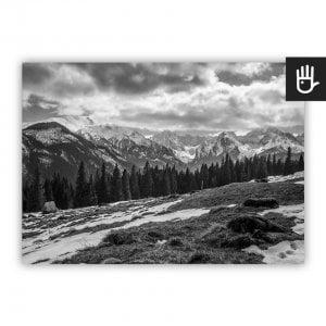 Plakat Polskie Tatry z widokiem gór w czarno-białej kolorystyce