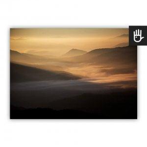Plakat Przełęcz w słońcu w kolorach złota i czerni