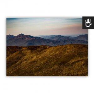 Plakat Górskie wędrówki z widokiem bieszczadzkich szczytów