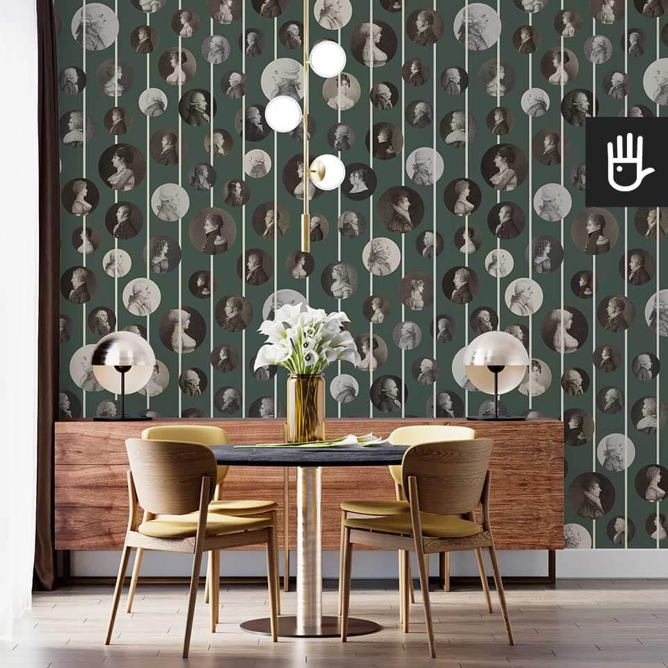 Wnętrze salonu z okrągłym stołem i komodą na tle tapety Arystokraci - rustykalna zieleń