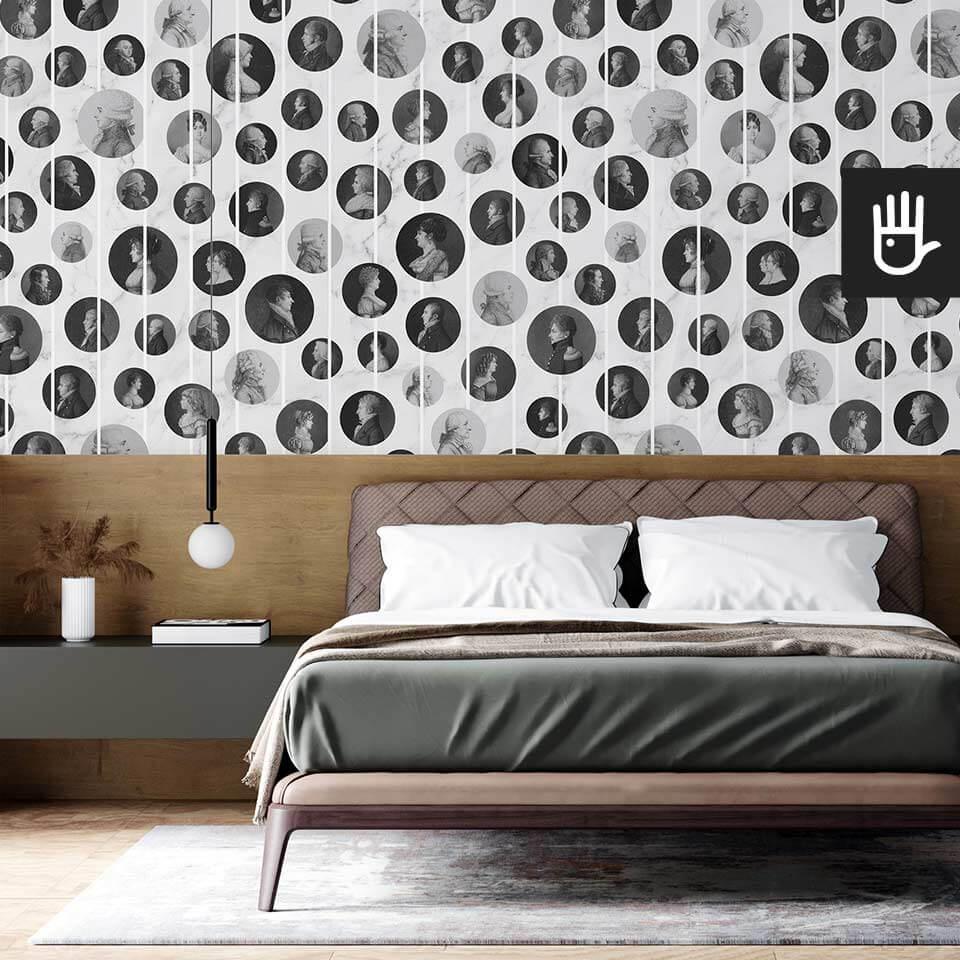 Klasyczna sypialnia z drewnianym zagłówkiem i z tapetą ścienną Arystokraci w kolorze białego marmuru