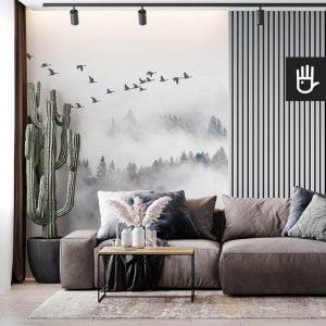 Salon z szarą kanapą ze ścianą z lamelami na tle fototapety Klucz dzikich gęsi nad lasem we mgle