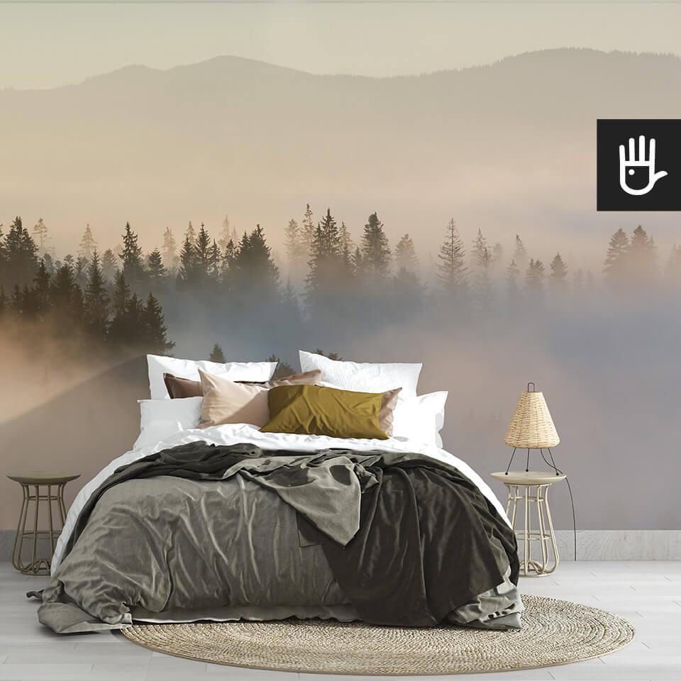 Fototapeta wschód słońca nad lasem na ścianie za łóżkiem w sypialni w stylu boho