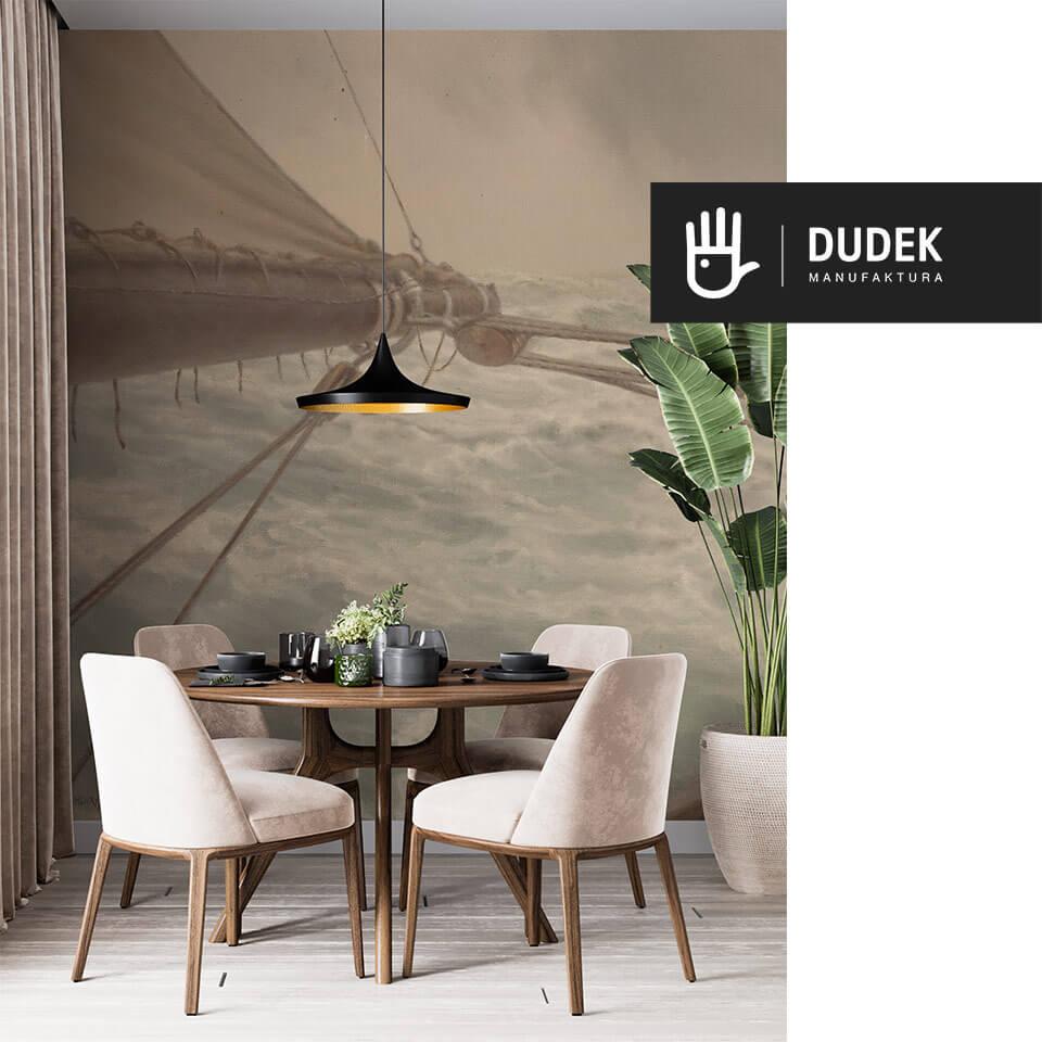 wnętrze eleganckiego salonu z okrągłym stołem na tle fototapety w stylu marynistycznym z morskimi falami