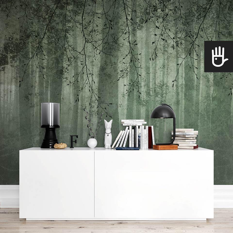 Pokój z białą komodą ikea na tle fototapety zielone echo lasu w kolorze mchu