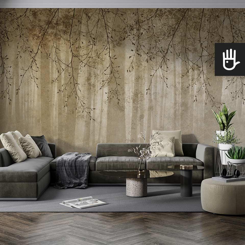 Nowoczesny salon w szarej tonacji z tapetą z gałęziami i widokiem lasu o fakturze betonu i kolorze złota